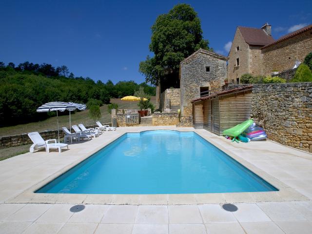 Location vacances en p rigord quercy dans un hameau du for Piscine 16eme